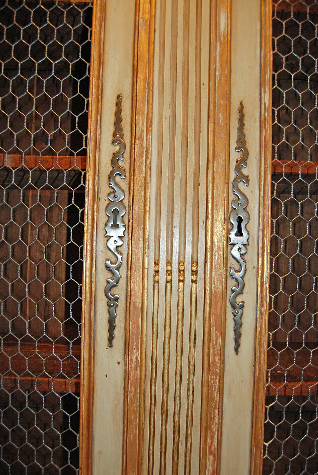 18th Century Painted and Gilded Buffet Deux Corps In Good Condition For Sale In New Orleans, LA