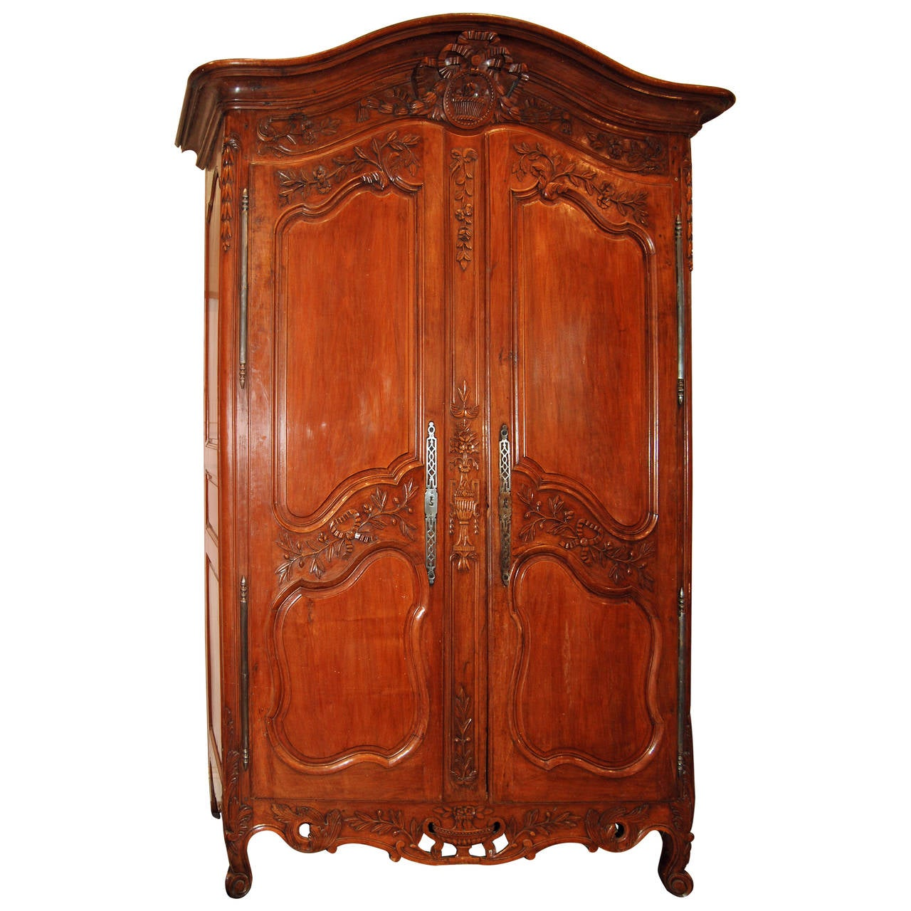 18th century walnut armoire for sale at 1stdibs. Black Bedroom Furniture Sets. Home Design Ideas