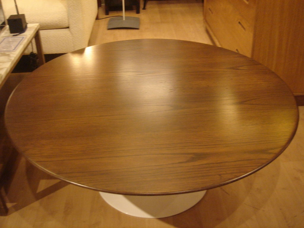Vintage Round Tulip Coffee Table By Saarinen For Knoll At