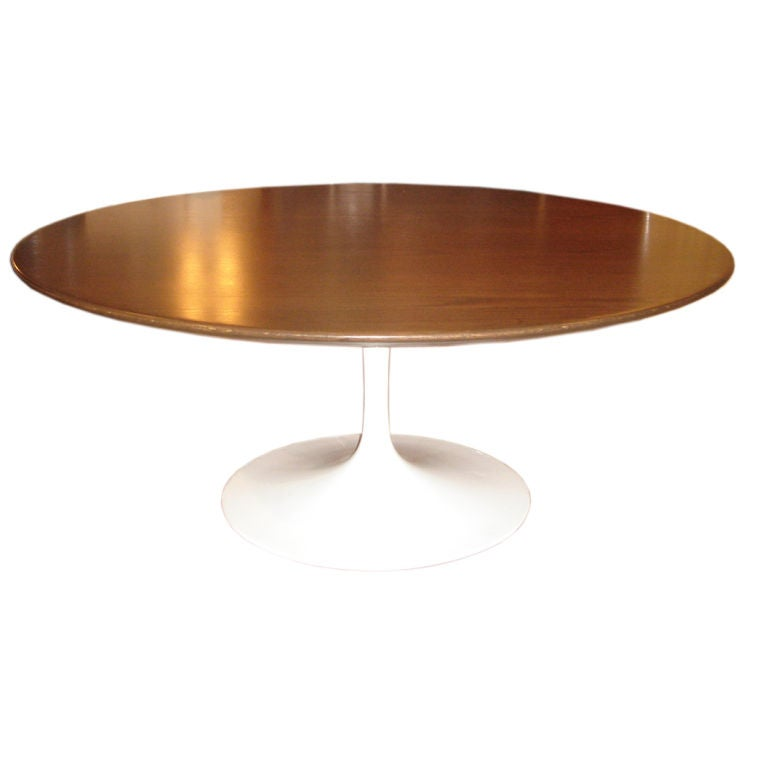 vintage round tulip coffee table by saarinen for knoll at 1stdibs. Black Bedroom Furniture Sets. Home Design Ideas