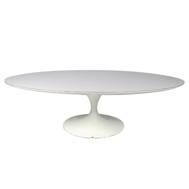 Tulip White Oval Coffee Table By Saarinen For Knoll At 1stdibs
