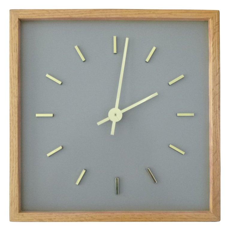 Minimalist Peter Pepper Clock 1