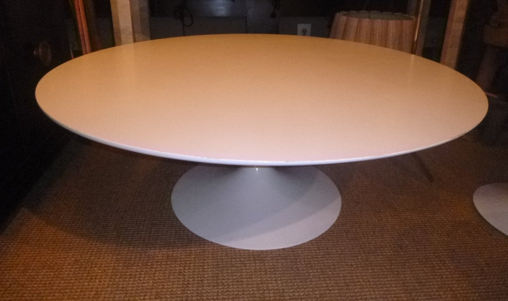 Tulip Round Coffee Table By Saarinen For Knoll At 1stdibs