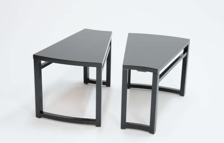 Exceptionnel American Pair Of Paul Laszlo Wedge Side Tables For Sale
