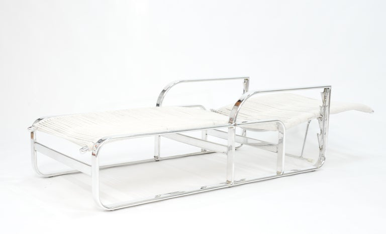 Stunning pair of aluminum chaise lounges at 1stdibs for Chaise longue textilene alu