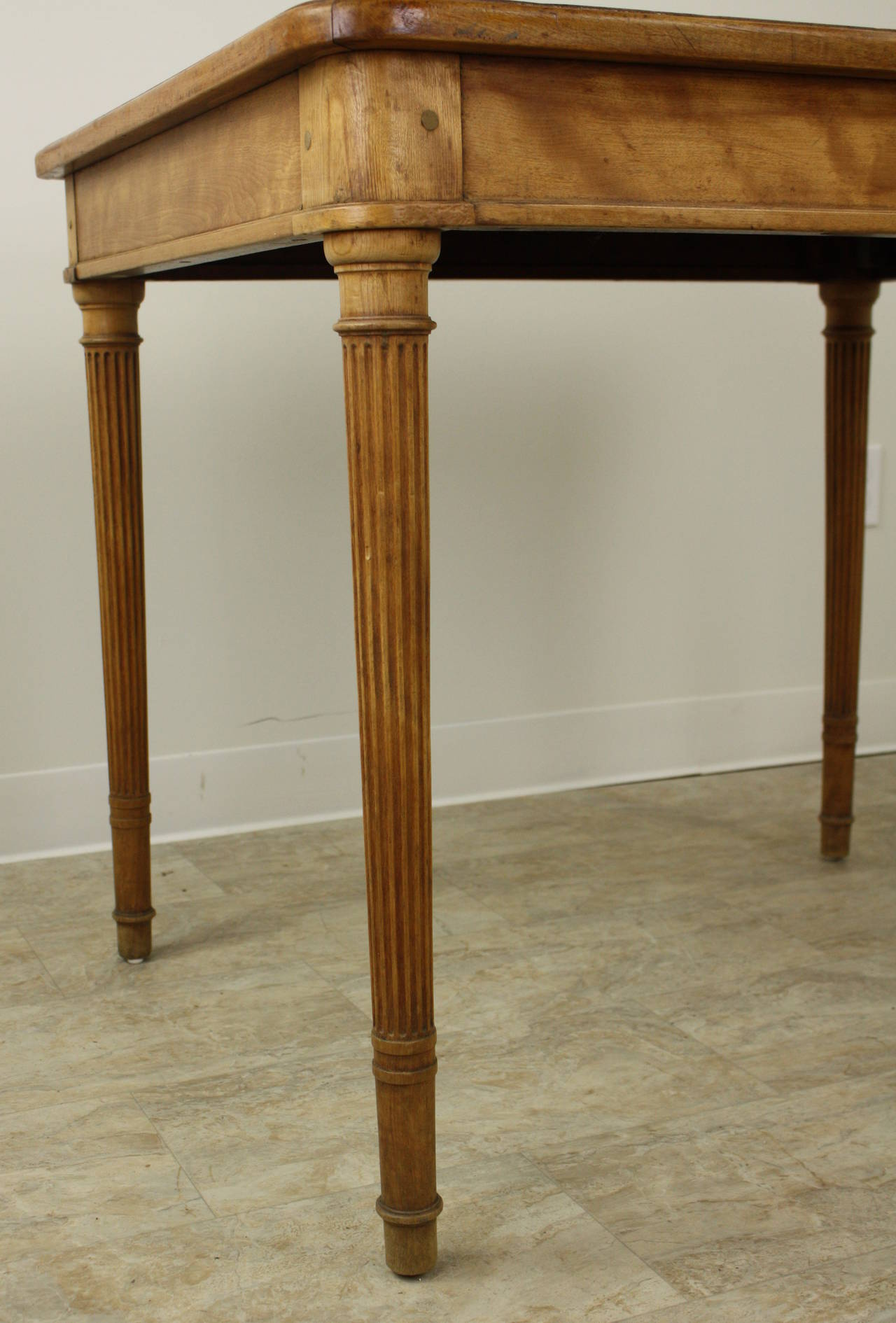 Wood Elegant Scottish Satin Birch Writing Table, Fine Reeded Legs For Sale