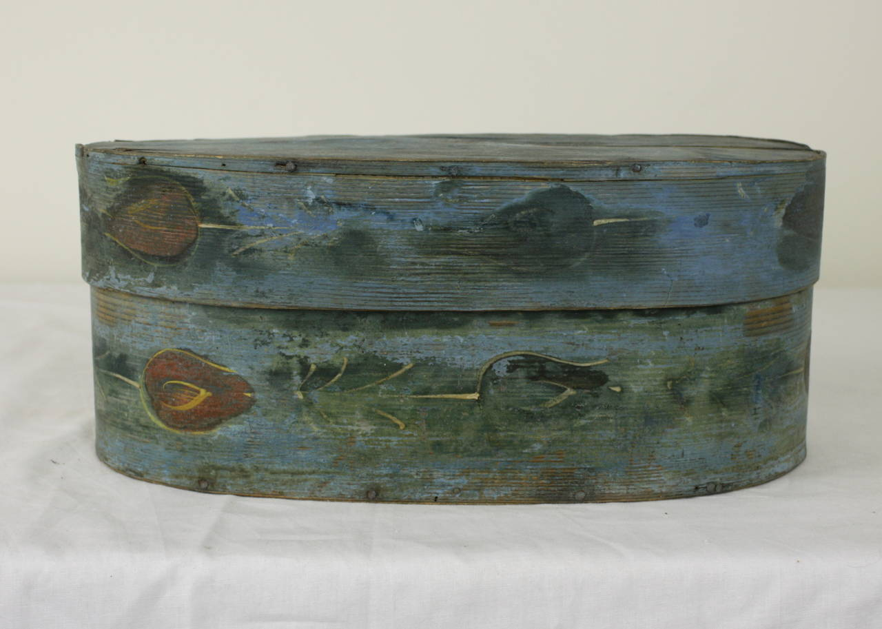 Antique French Folk Art Box with Traces of Painted Flowers In Good Condition For Sale In Port Chester, NY