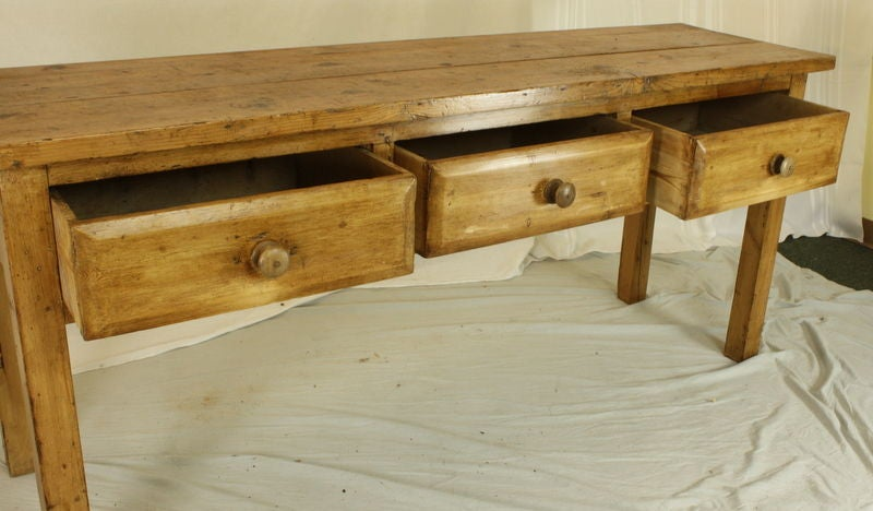 Early English Pine Three-Drawer Long Server In Good Condition For Sale In Port Chester, NY
