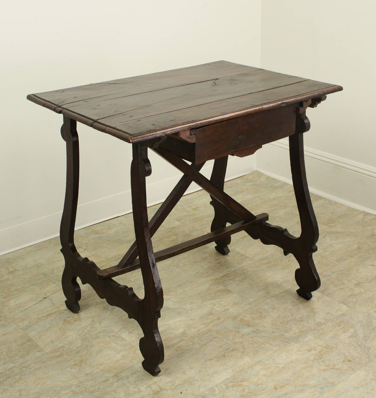 Antique spanish side table for sale at 1stdibs for Table in spanish