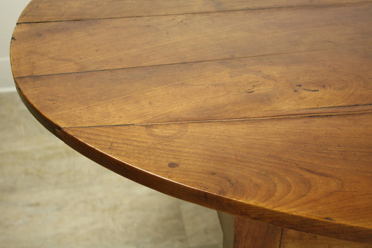 Antique Oval Cherry Coffee Table For Sale 1