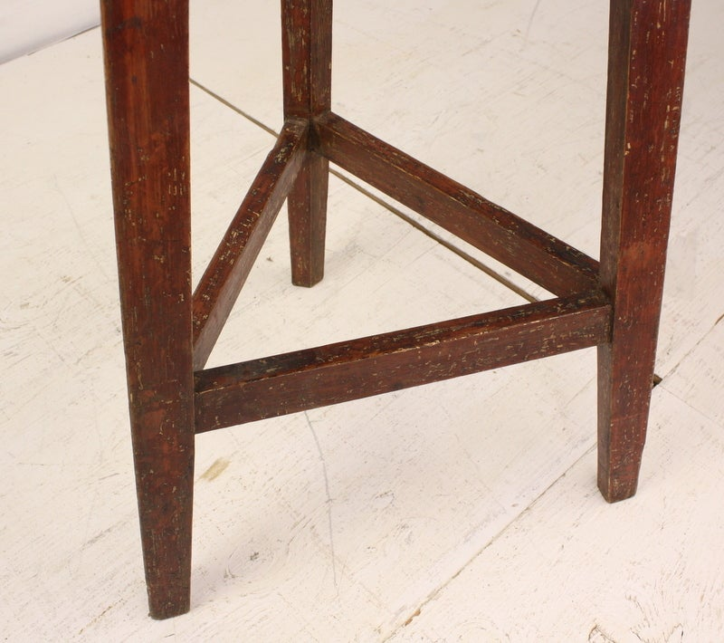 Antique Welsh Pine Painted Base Cricket Table In Good Condition For Sale In Port Chester, NY