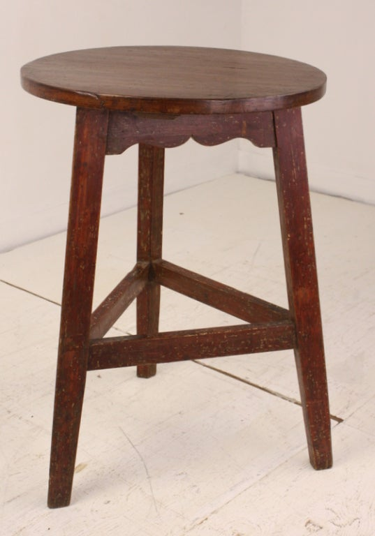 Antique Welsh Pine Painted Base Cricket Table For Sale 1