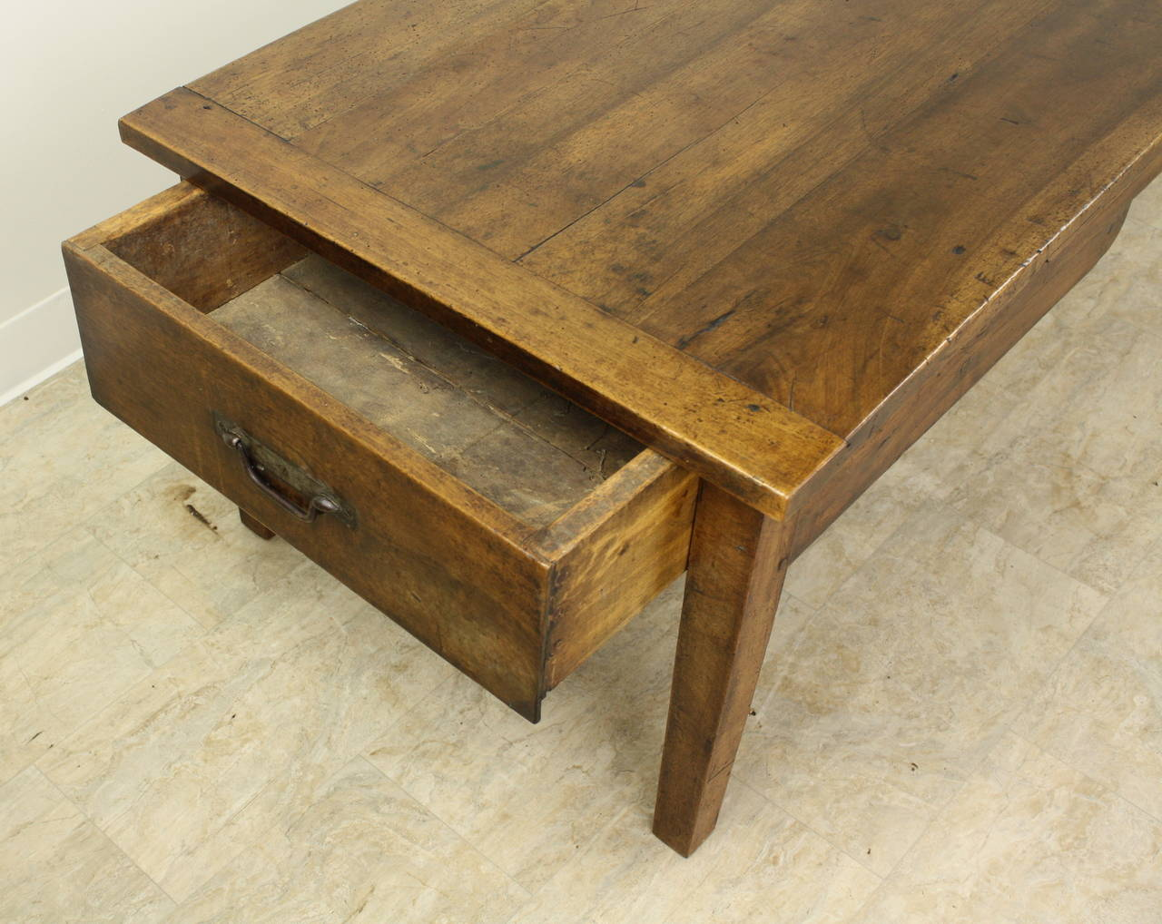 Antique Walnut Coffee Table with Two Drawers In Good Condition For Sale In Port Chester, NY