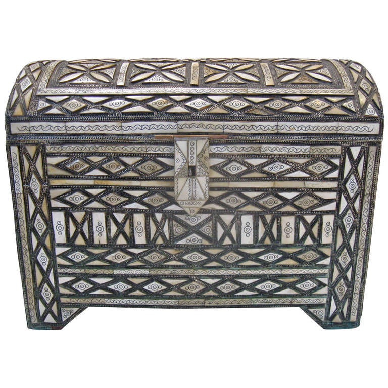large moroccan chest trunk at 1stdibs. Black Bedroom Furniture Sets. Home Design Ideas