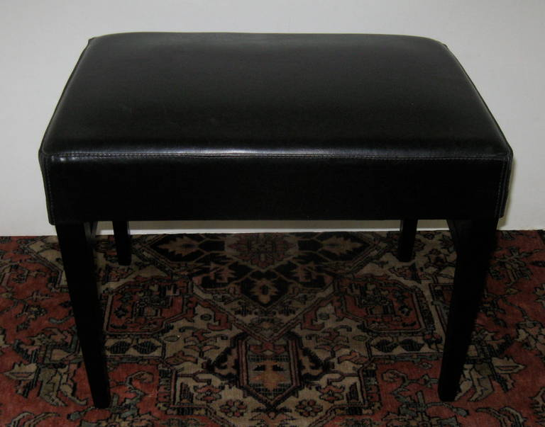 Pair of Black Leather Benches or Stools In Excellent Condition For Sale In Stamford, CT