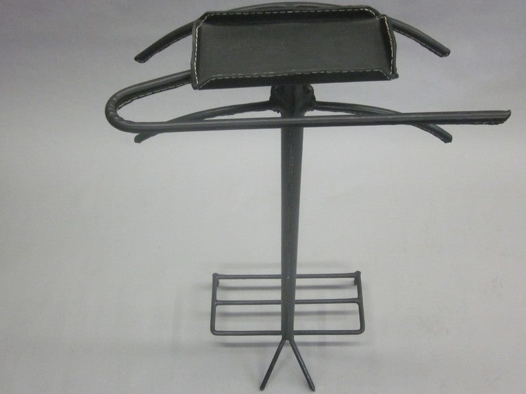 French Mid-Century Modern Valet in Hand-Stitched Leather by Jacques Adnet For Sale 1