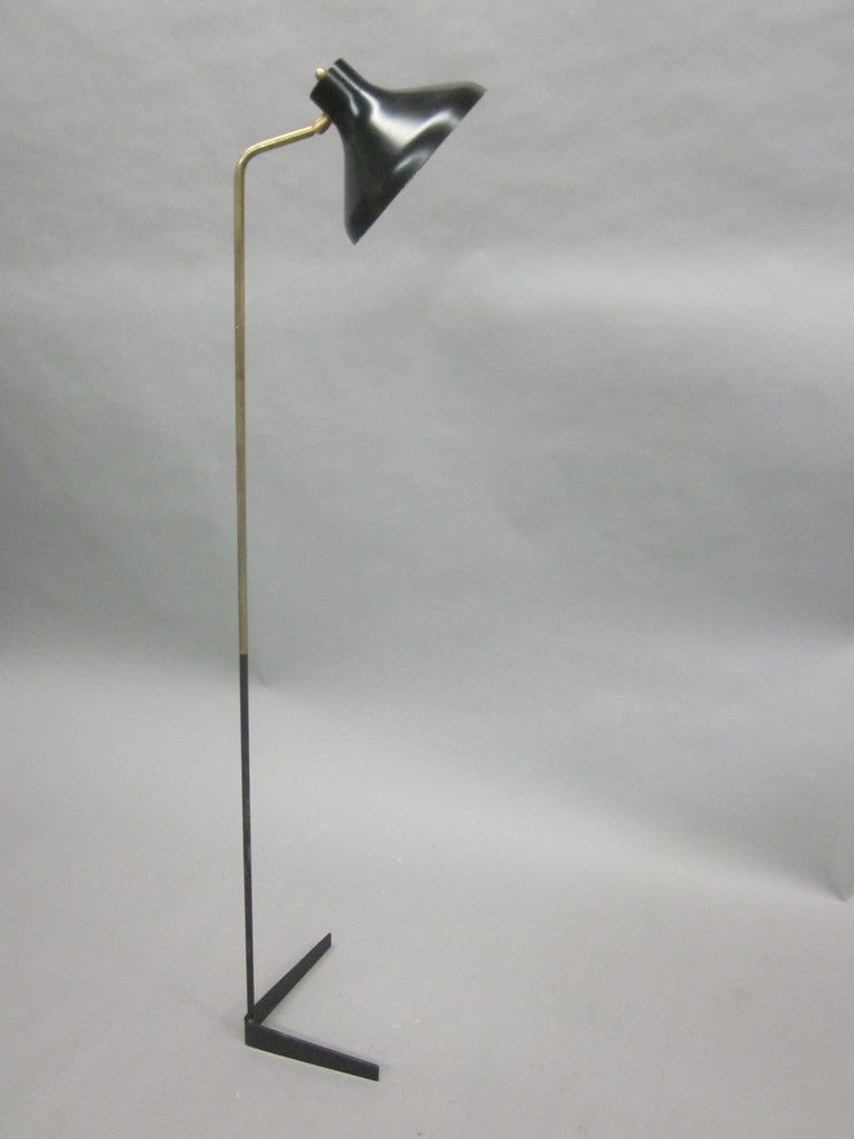 Brass Pair of Italian Mid-Century Modern Articulated Floor Lamps by Ostuni for O-Luce For Sale