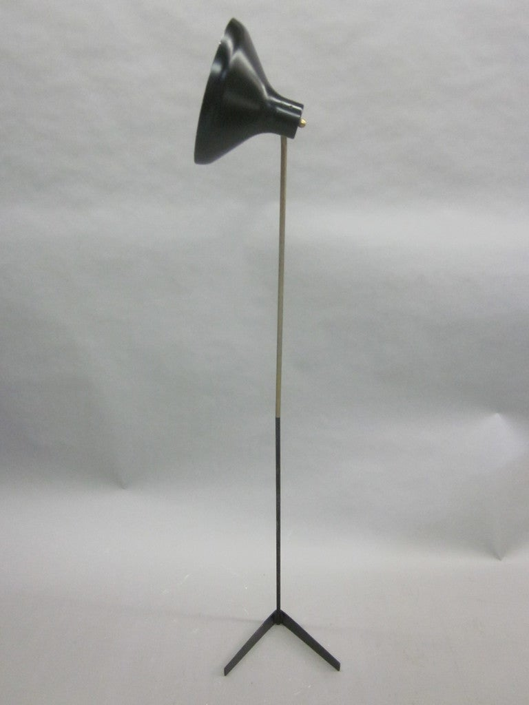 Pair of Italian Mid-Century Modern Articulated Floor Lamps by Ostuni for O-Luce For Sale 1