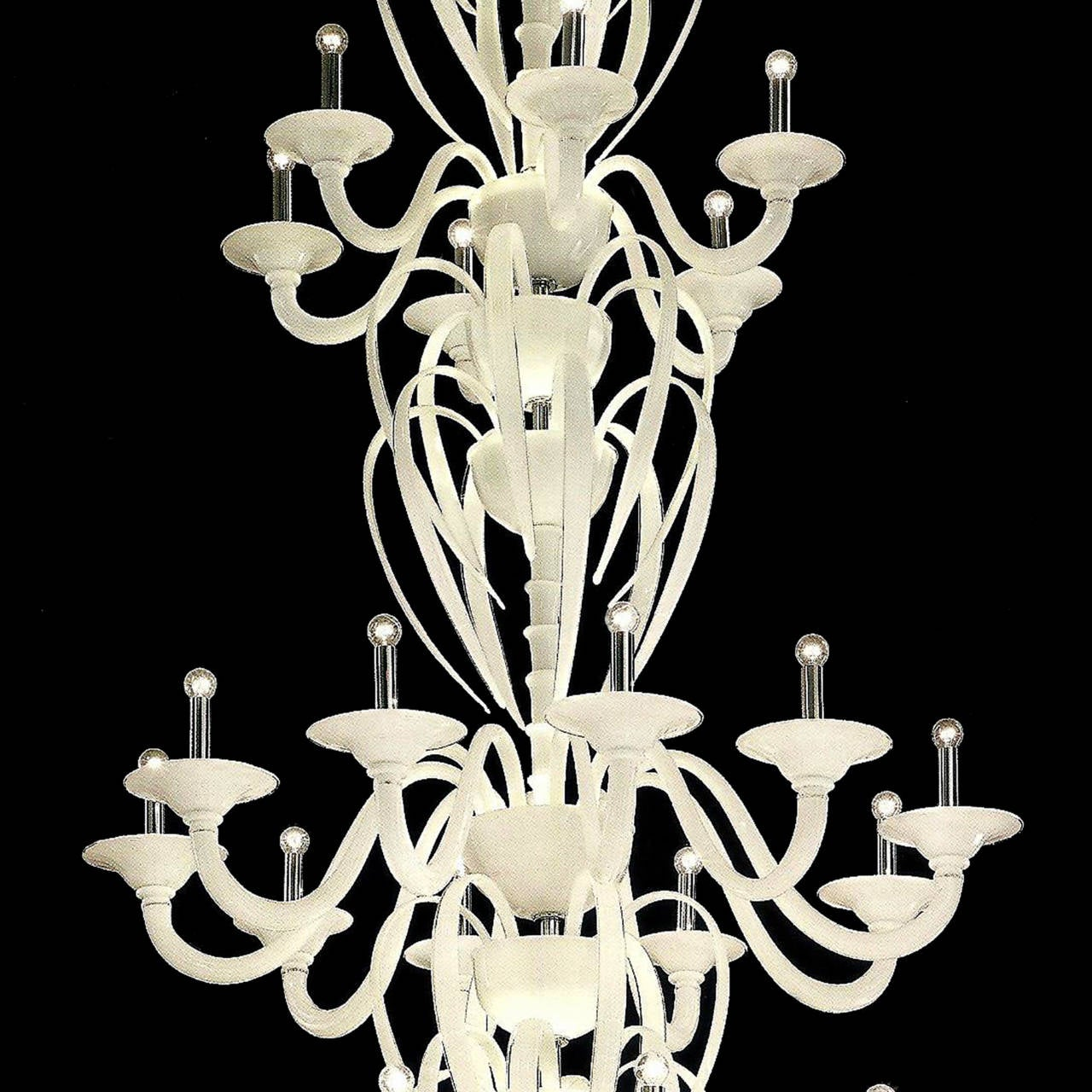 Monumental Mid-Century Modern Neoclassic White Murano /Venetian Glass Chandelier In Excellent Condition For Sale In New York, NY