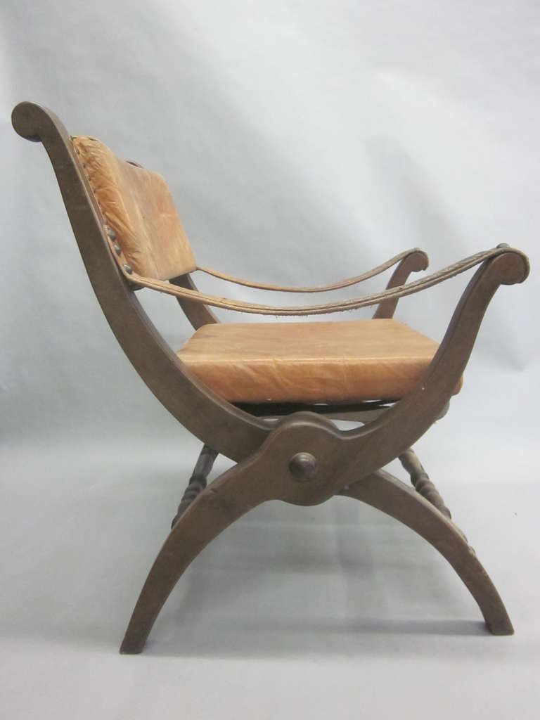 Pair of Italian Mid-Century Modern Neoclassical Leather Armchairs/ Lounge Chairs In Good Condition For Sale In New York, NY