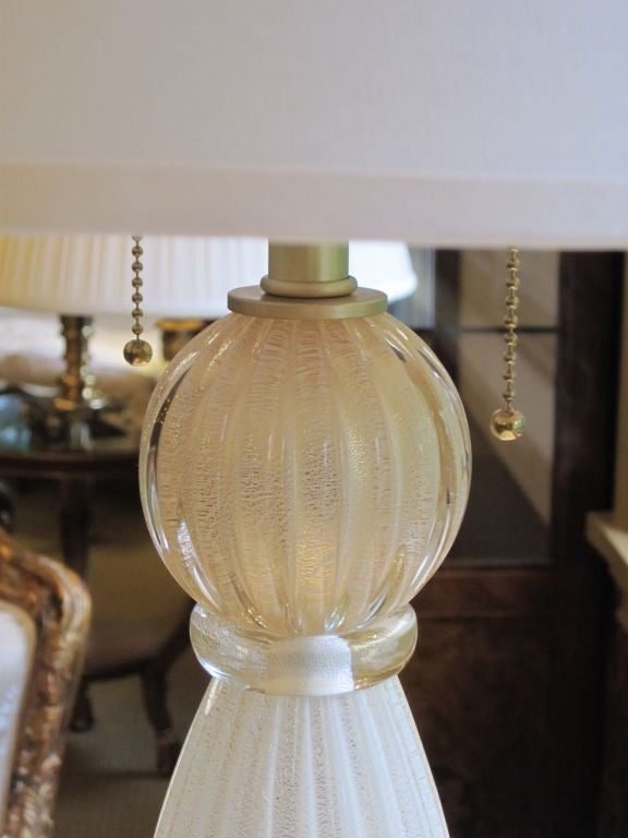 Pair of Italian White and Gold Murano Glass Table Lamps 3