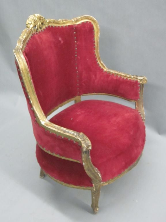 Pair of Louis XIV Style Italian Gilt Wood Wing Back Lounge Chairs, 1930 In Good Condition For Sale In New York, NY