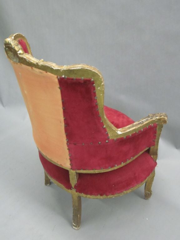 Pair of Louis XIV Style Italian Gilt Wood Wing Back Lounge Chairs, 1930 For Sale 3