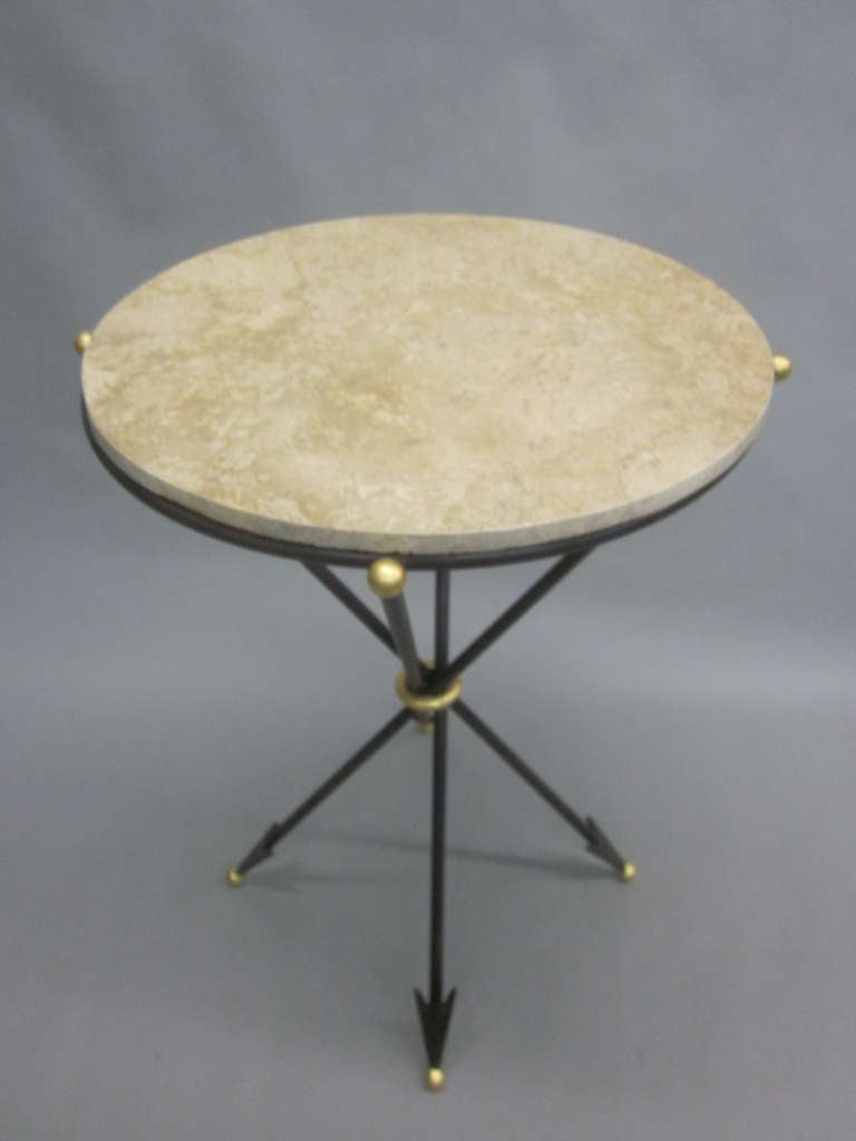 20th Century Pair of French 1940s Style Modern Neoclassical Side Tables For Sale