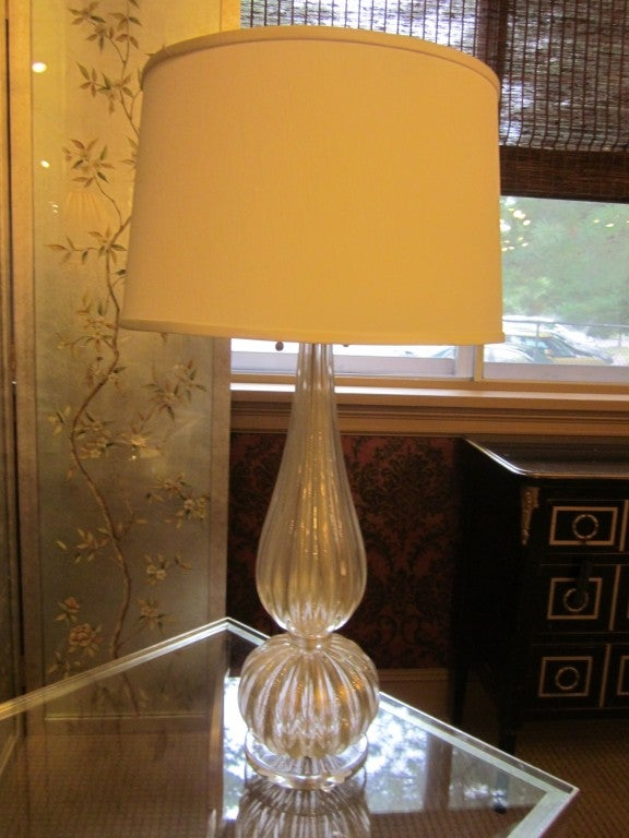 Pair of Elegant Italian Contemporary Mid-Century Style Hand Blown Clear and Gold Murano Glass Table Lamps in the Modern Neoclassical Spirit Attributed to Barovier e Toso and in a Large Size. Large Round Hand Blown Finials Complete the Pieces.