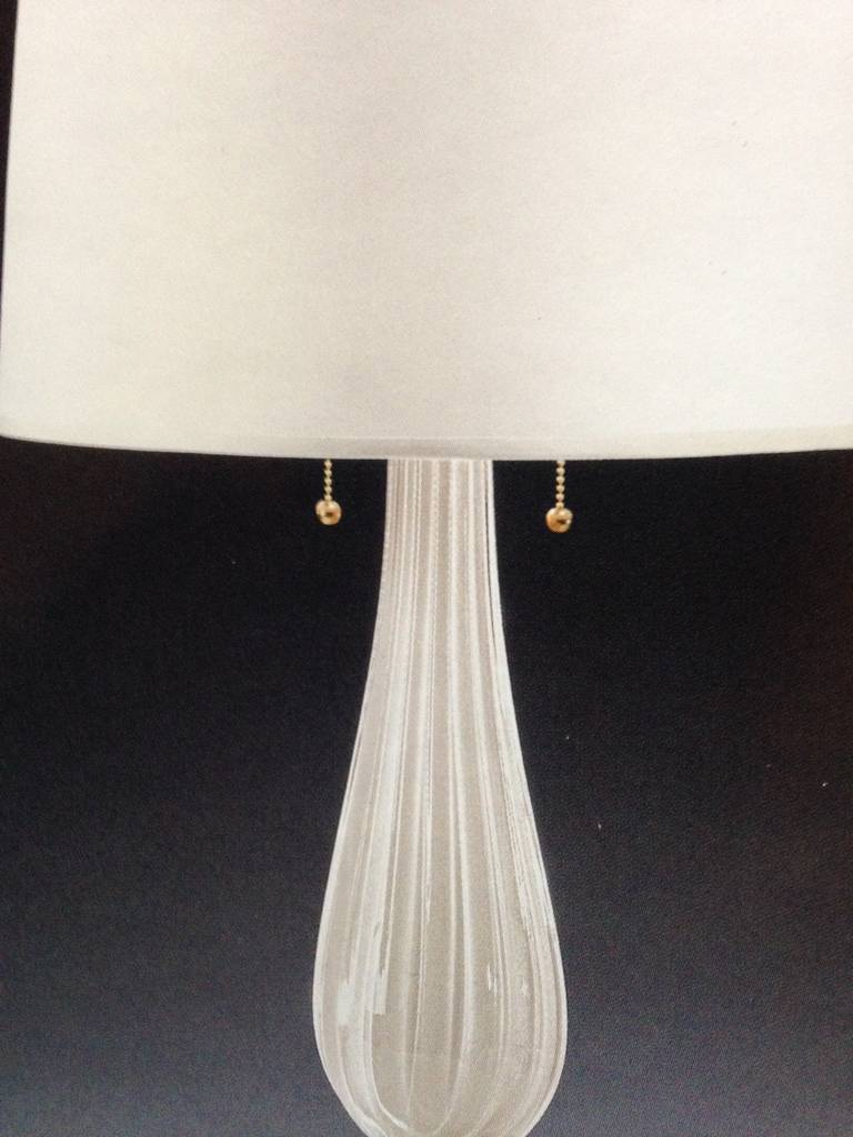 Pair Italian Mid-Century Modern White & Gold Murano / Venetian Glass Table Lamps In Excellent Condition For Sale In New York, NY