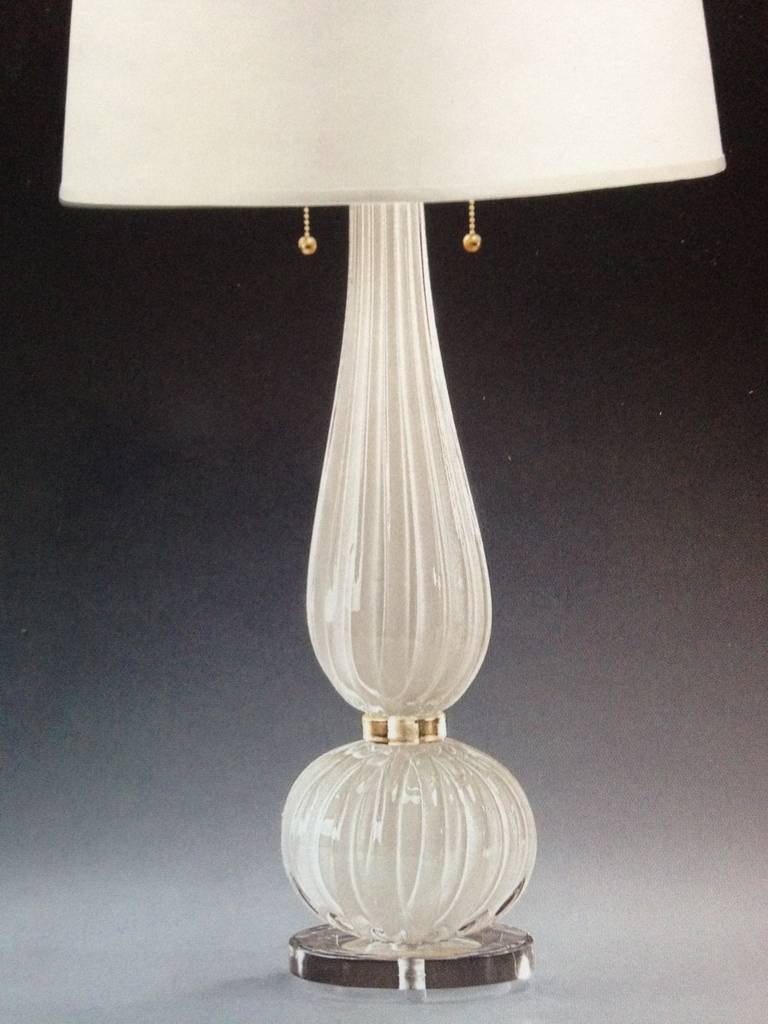 Pair of elegant handblown contemporary Mid-Century style Venetian glass table lamps in white and gold in the modern neoclassical spirit, attributed to Barovier e Toso.   Priced and sold as individual pieces.