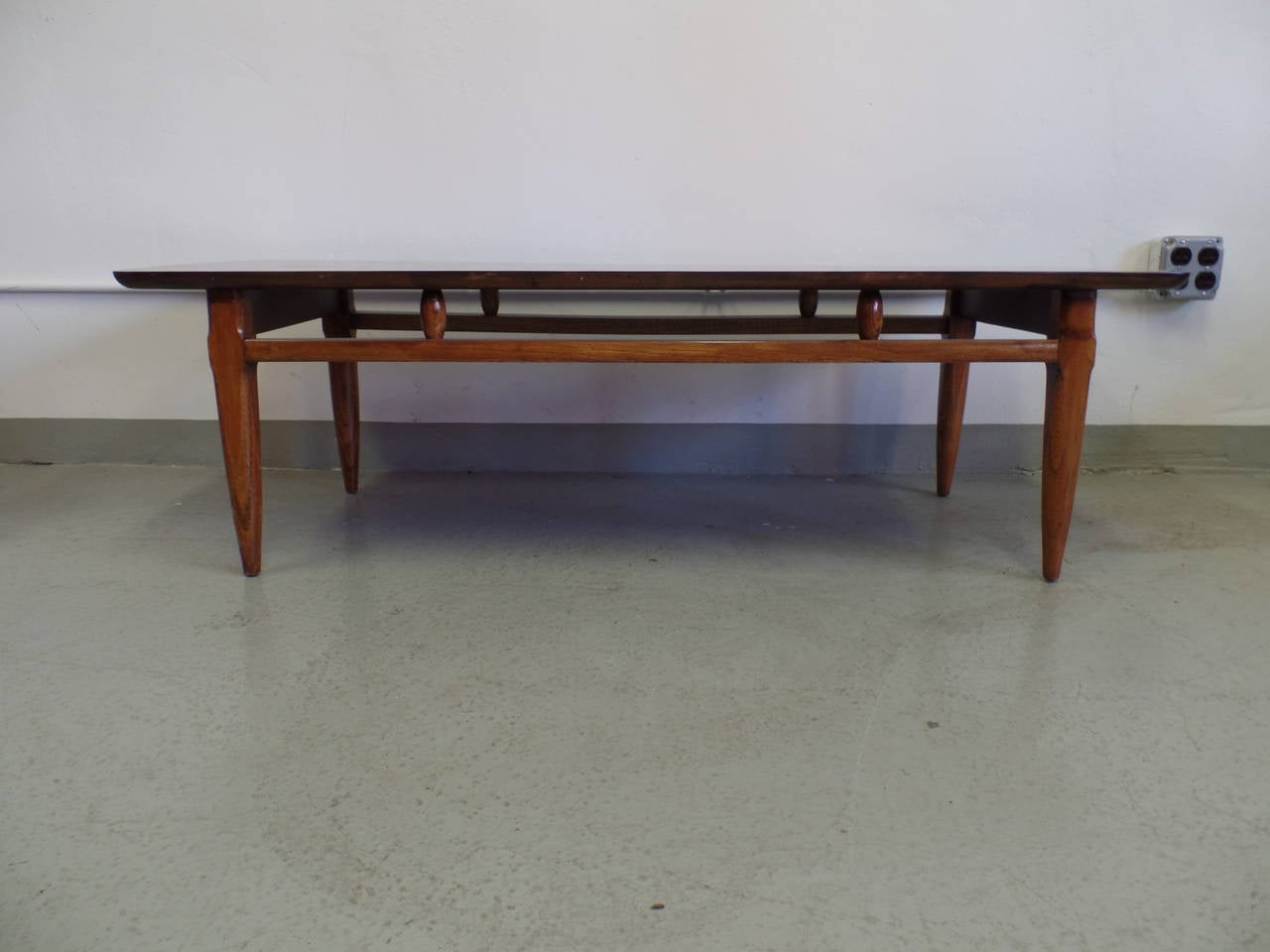 Elegant and tasteful cantilevered Italian Mid-Century Modern cocktail table with an inlaid (intarsia) top.