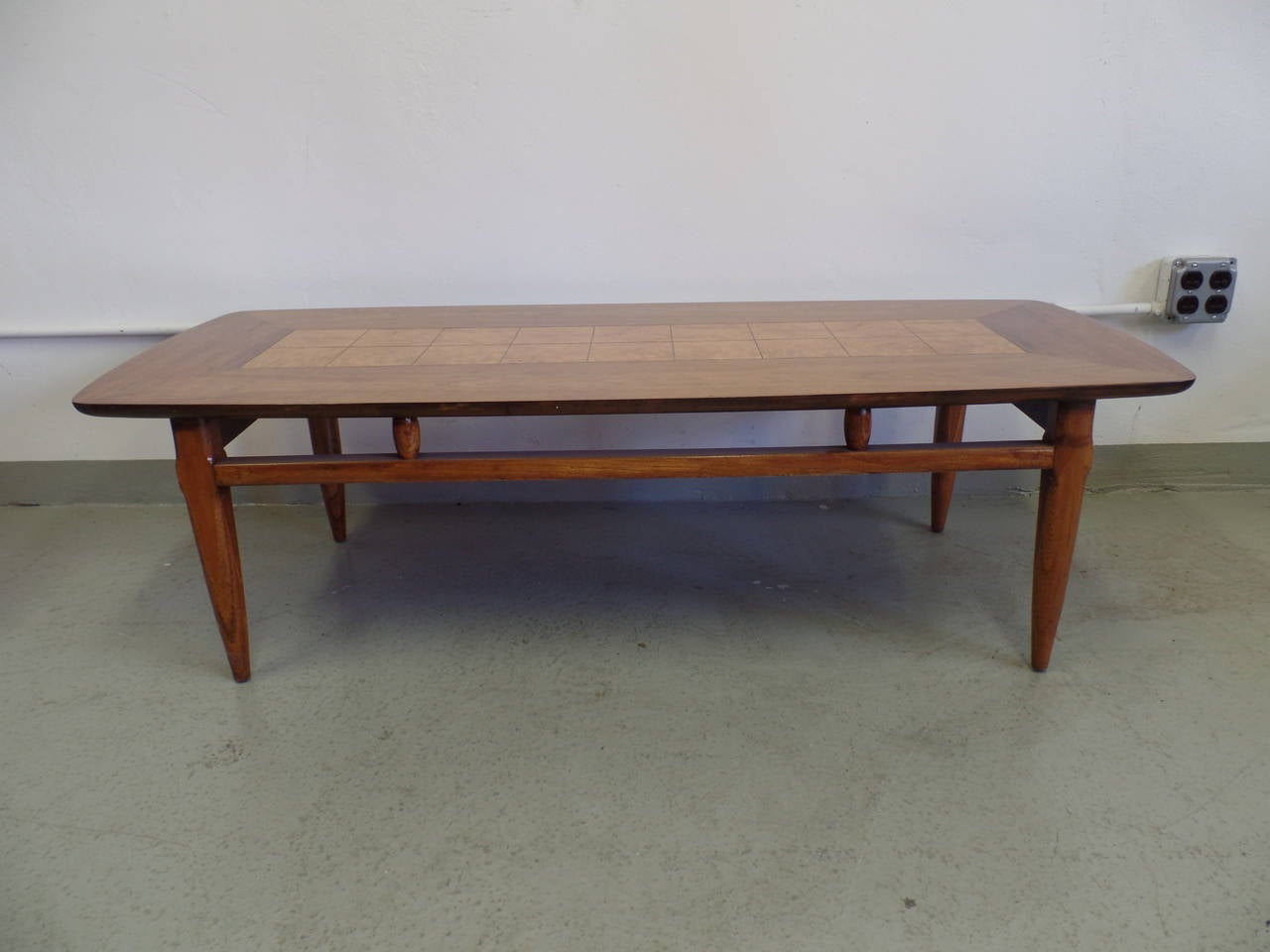 Mid-Century Modern Cantilevered and Inlaid Italian Cocktail Table For Sale