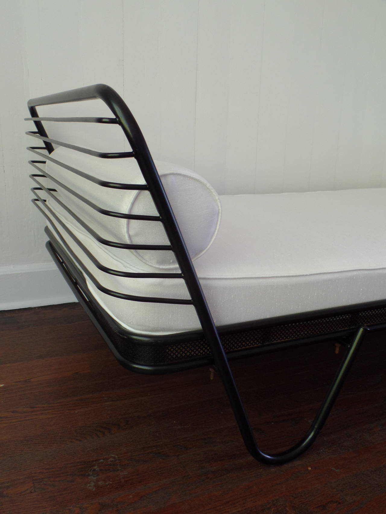 French Mid-Century Modern 'Kyoto' Enameled Iron Daybed / Bed by Mathieu Matégot For Sale 1