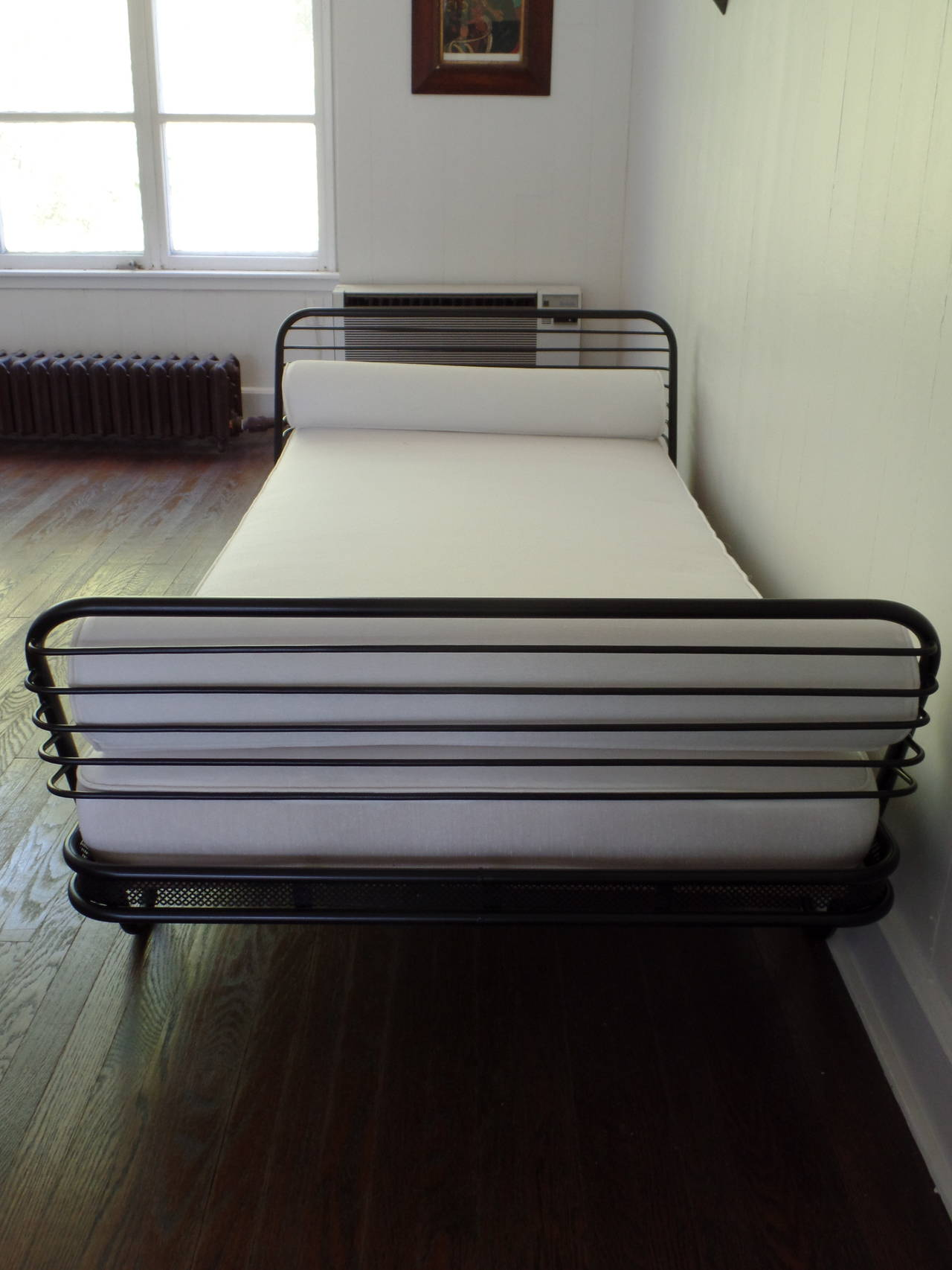 French Mid-Century Modern 'Kyoto' Enameled Iron Daybed / Bed by Mathieu Matégot In Excellent Condition For Sale In New York, NY