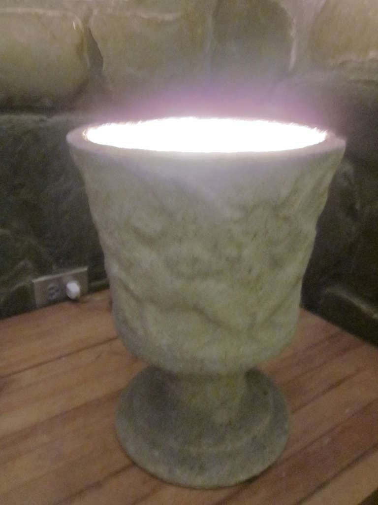 Pair of French Mid-Century Modern Lighted Stone Urns / Table Lamps In Good Condition For Sale In New York, NY