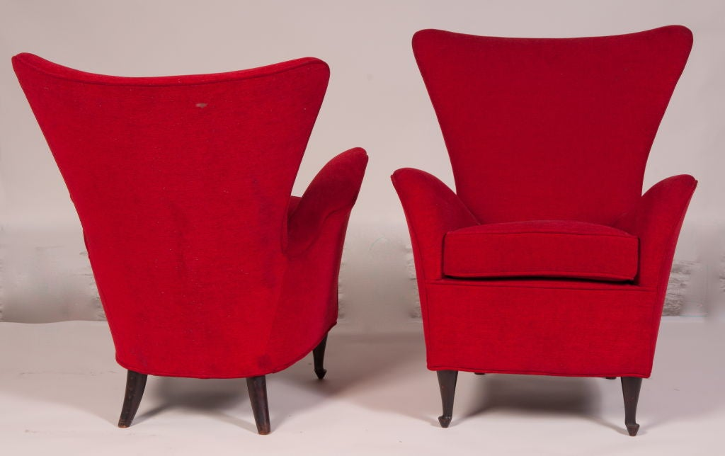 Niceley shaped comfortable chairs with delicately carved wooden legs