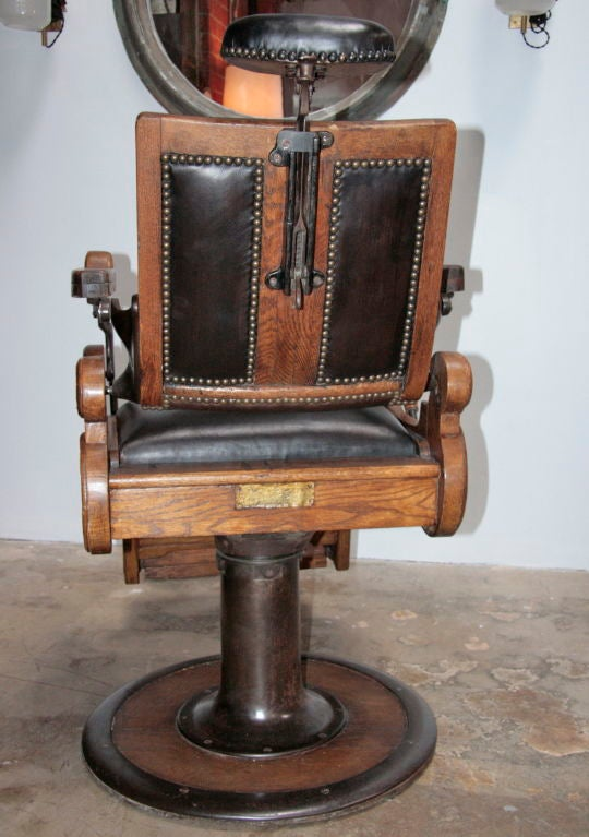 Italian vintage barber chair at 1stdibs - Tocadores vintage ...