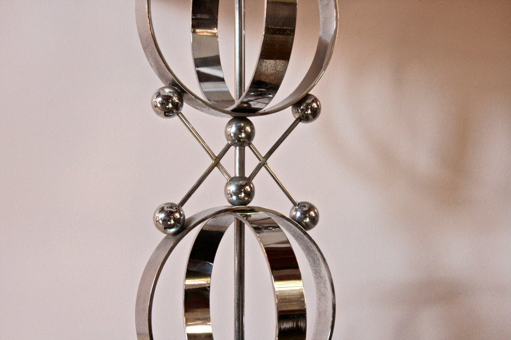 Late 20th Century Italian 70's Steel Circular Ring Table Lamp For Sale