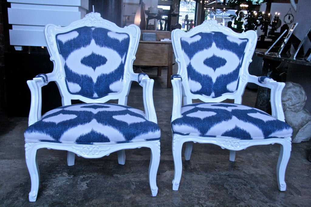 Lacquered lovely armchairs with Ikat cotton fabric. Refreshing no?.