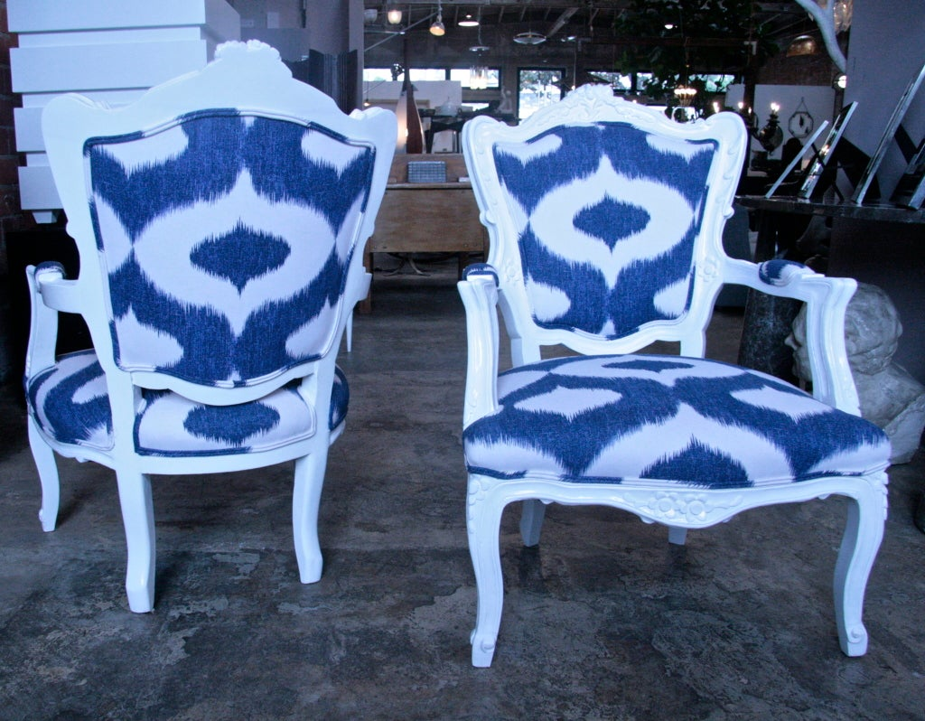 Italian White Lacquered Armchairs In Excellent Condition For Sale In Los Angeles, CA