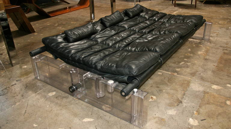 """Vittorio Mazzucconi """"Positiv"""" Plexi and Leather Sofa For Sale 4"""