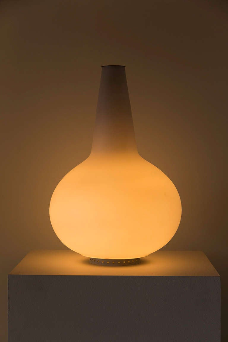 Satin glass vase lamp by Fontana Arte designed in Italy, circa 1950s. Original cord. Takes one E27 100w maximum bulb. Functions as a light and vase for flowers.