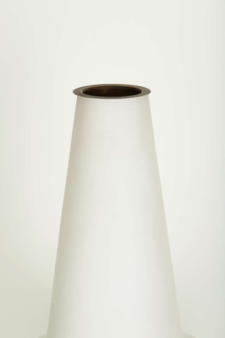 Satin Glass Vase Lamp by Fontana Arte In Excellent Condition For Sale In Los Angeles, CA