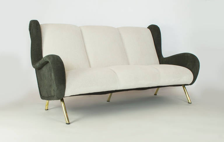 This sofa has been reworked and is in perfect condition. This classic design by the master designer Zanuso speaks for itself. Crafted in the 1950s by Arflex.