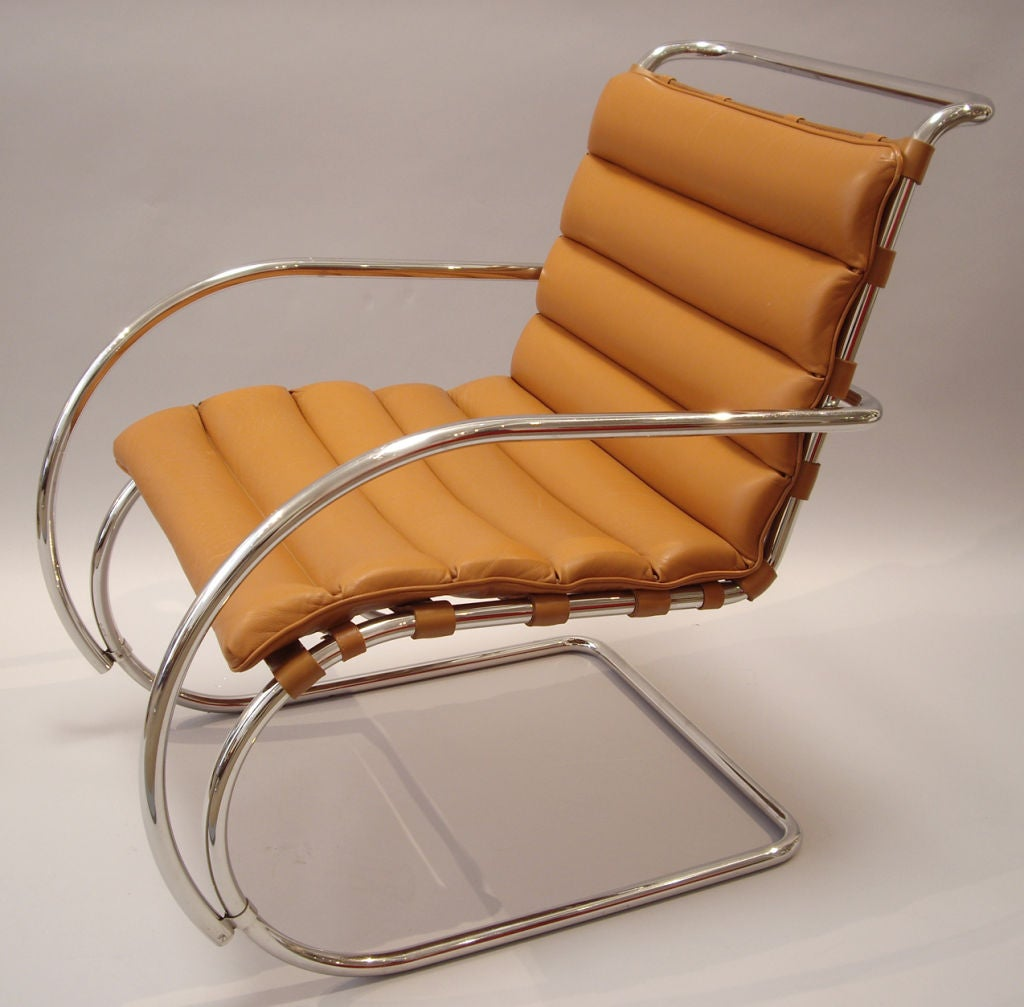 Mies Van Der Rohe Pair Of MR Lounge Chairs With Arms At 1stdibs