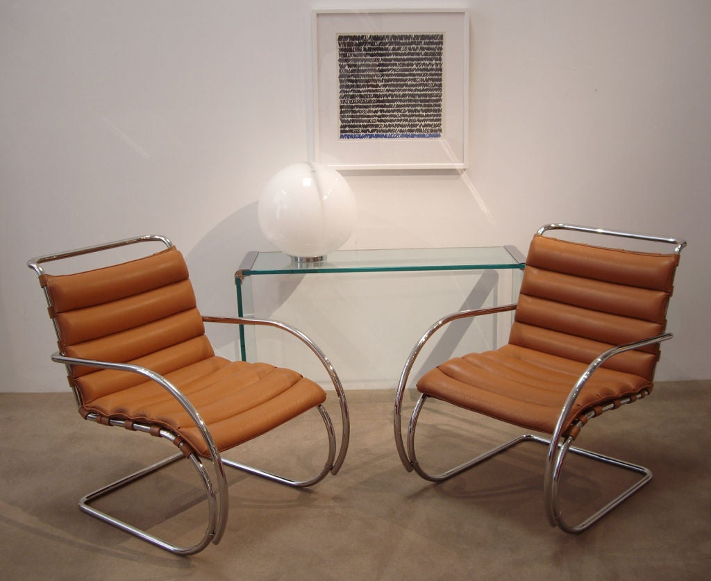 this mies van der rohe pair of mr lounge chairs with arms is no