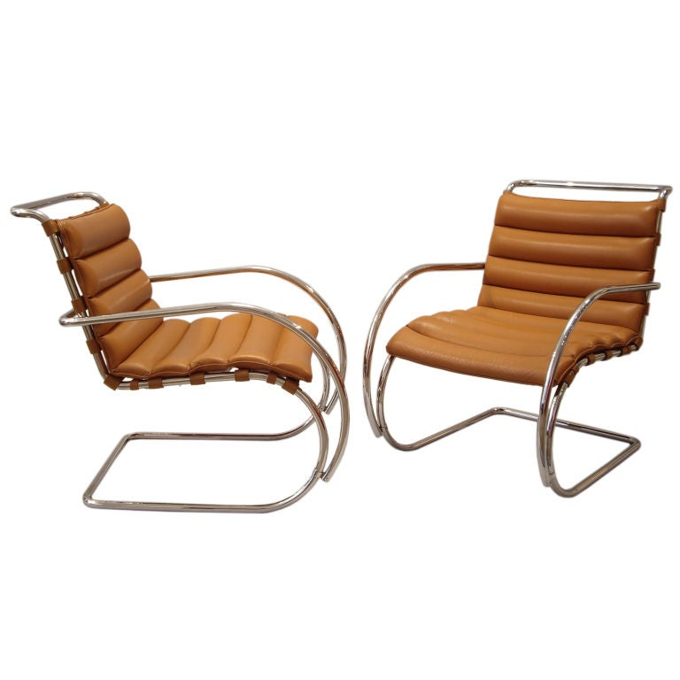 Mies Van Der Rohe Pair Of MR Lounge Chairs With Arms At