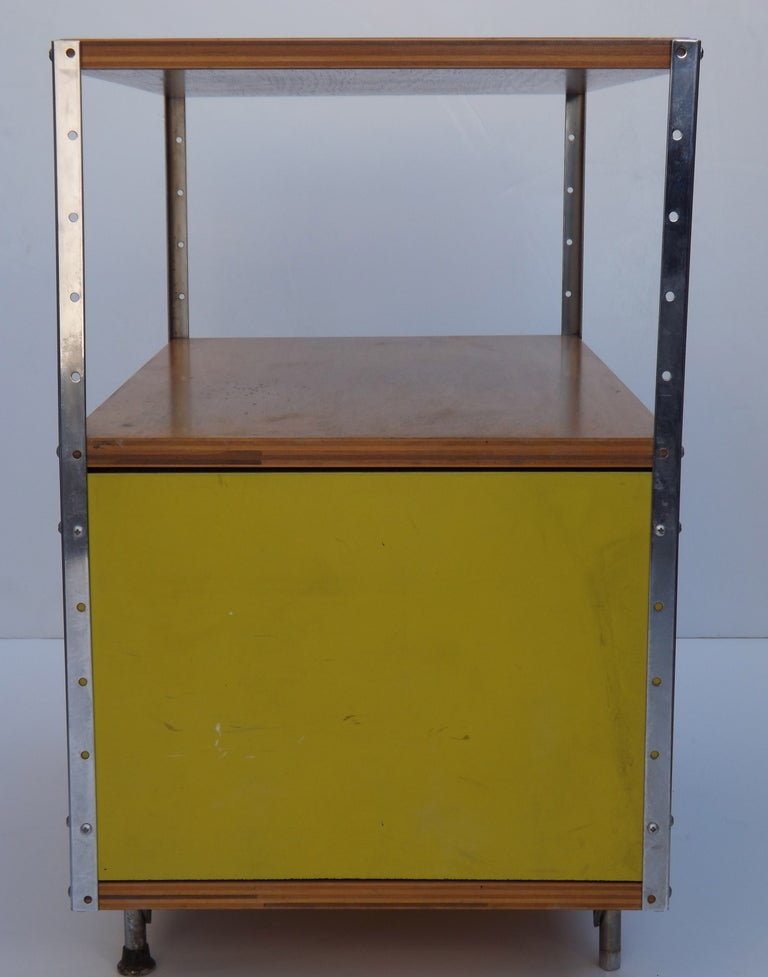 ESU 100 by Charles and Ray Eames In Good Condition For Sale In Los Angeles, CA