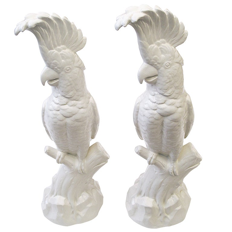 A Striking Pair of English Minton Porcelain Cockatoo Figurines 1